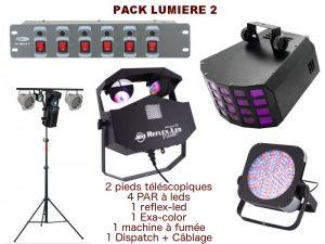 Location pack lumière comprenant 1 pied télescopique, 4 PAR à leds, 1 reflex-led, 1 exa-color, 1 machine à fumée, 1 dispatch + câblage. Livraison et installation sur demande